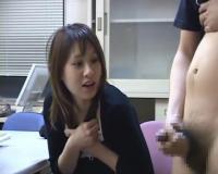 センズリ鑑賞 18歳みつな♡勃起したチ○ポを顔に近づけられて思わず先っぽをペロッ♡としちゃう好奇心旺盛な素人娘!