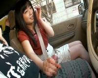 車の中でセンズリ鑑賞「工事のおじさんいるけど…」外から見つからないか不安になりながらセンズリお手伝いの手コキ発射♡