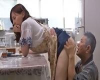 淡白な夫で欲求不満が高じた熟女が義父を誘惑して肉欲を満たす痴女と化す
