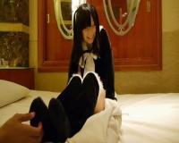 黒髪清楚な幼顔の女の子の足を拘束してローションをつけてひたすらくすぐる動画