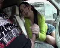 車の中でセンズリ鑑賞!手コキでじらして濃密フェラしてくれるお色気他人妻♡スケベ顔に大量の口内発射させてくれた!!